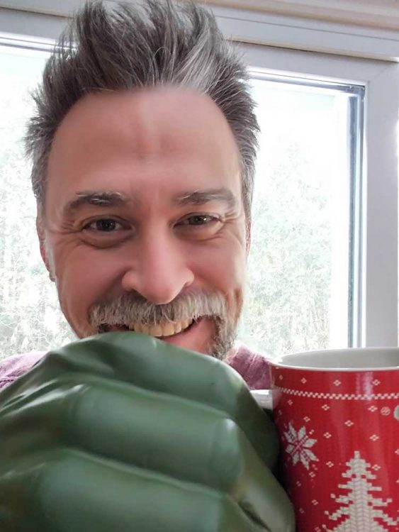 Hulk drink coffee
