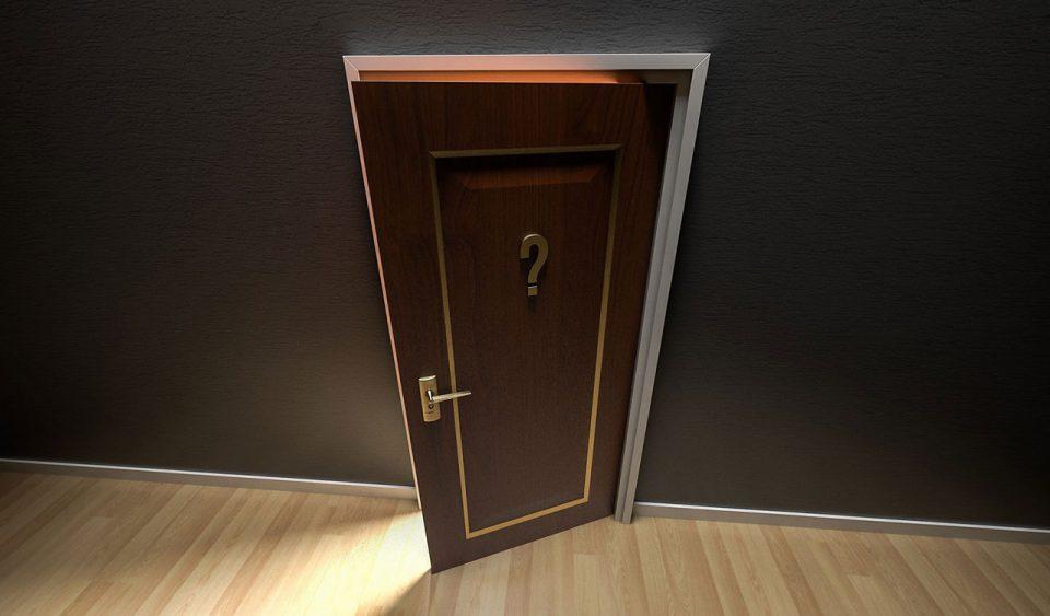 Door opening with secret inside